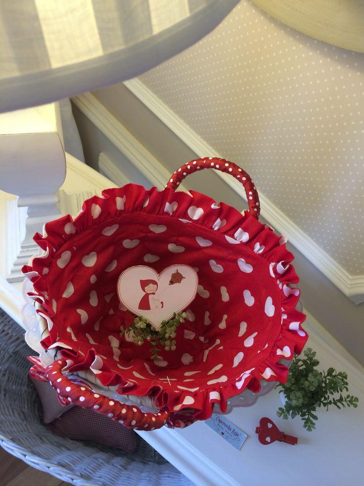 Cestito de San Valentín, forrada con tela de corazones.