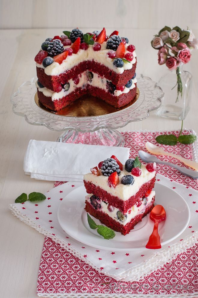 Red Velvet Sponge Cake With Red Fruits Cakes Aux Cakes Sponge Velvet Cake Recipes Savoury Cake Cake