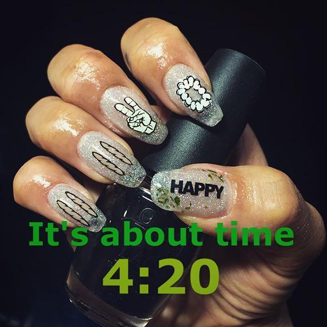 あなたに会いたい4:20︎︎︎︎✌︎︎︎つって。 手を抜かないでhappyも手描きにすれば良かったと思う。  #420 #手抜き #セルフネイル #雑 #mynail #kawaii #後悔先に立たず #やり直さない #面倒くさがり #結婚記念日おめでとうございます