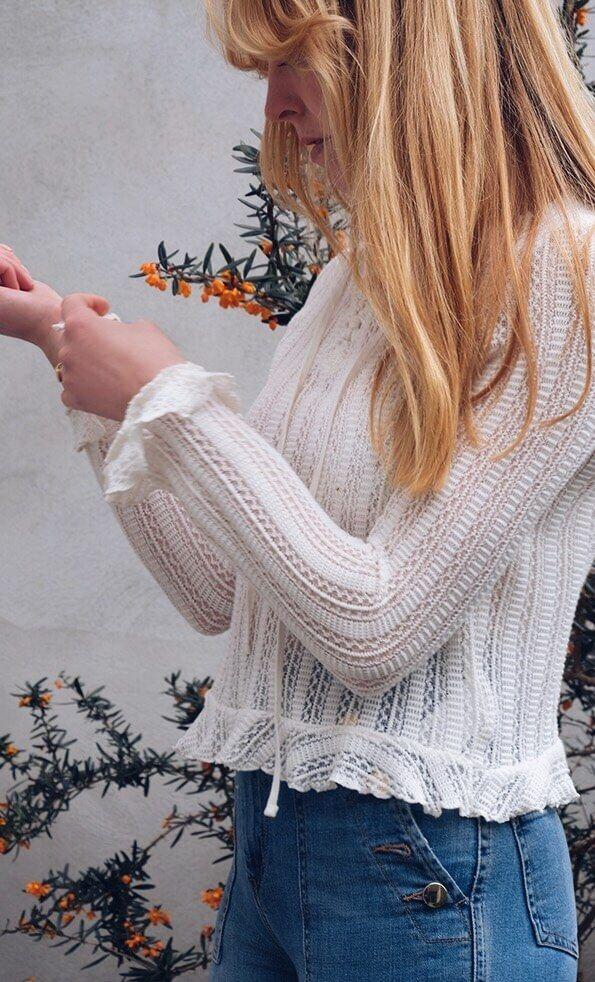 H&M Ruffle Top #bloggerlook #bloggerstyle #ruffle #denim #flowers #outfit