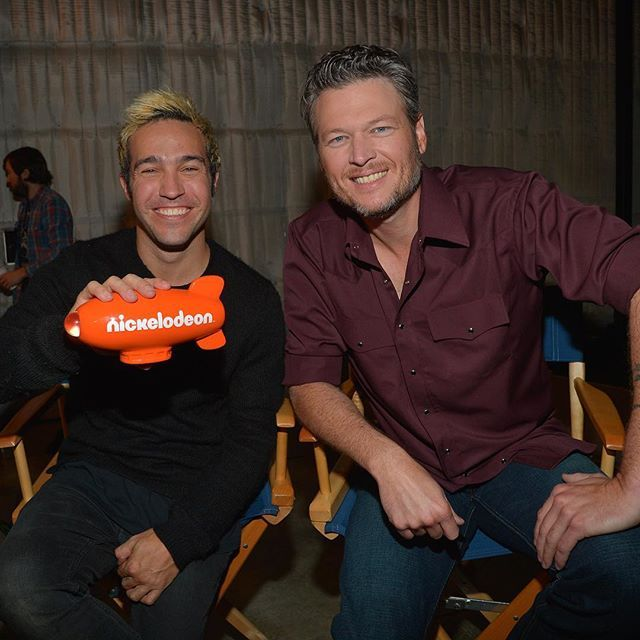 Congrats @PeteWentz and #FallOutBoy on their #KCA nomination! Who do you want to win? Vote now! Link in bio 👌🎤🎉 #nickelodeon #BlakeShelton