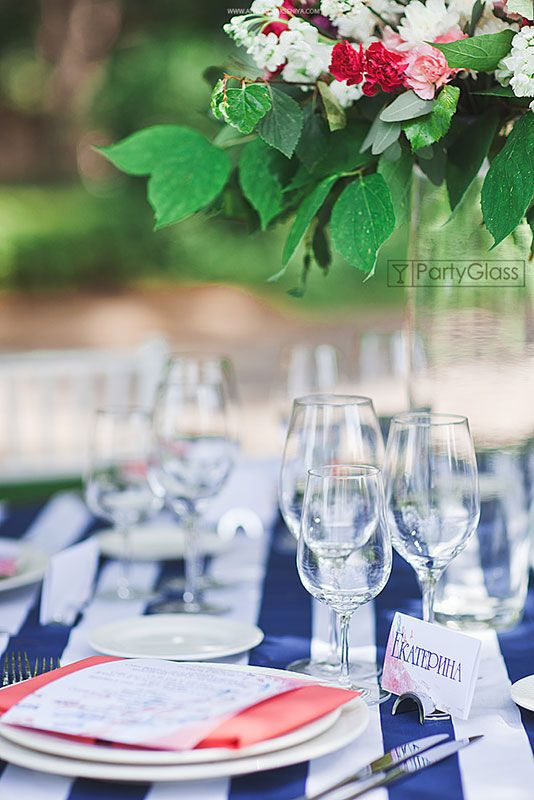 Detailes of set up: colorful napkin adds the perfect touch to this place setting