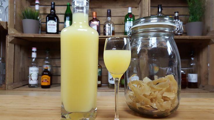 Limoncello selber machen ------   Zutaten:  5 Zitrone(n), davon die Schale ---- 500 mlAlkohol, 96 % ---- 500 mlWasser ---- 200 gZucker