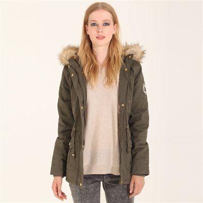 Pimkie.es : Con sus bonitos detalles de moda y sus acabados bien pensados, esta parca es la aliada antifrío imprescindible para las fashionistas.