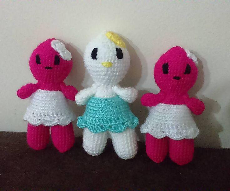 Üçüz oldular ama biri azcık farklı gibi:)))sahibine gitmeye hazırlar artık ;)#tubaamigurumi #amigurumis #amigurumidoll #siparişalınır #sipariş #için #dm #msj #amigurumi #gurumis #gurumi #crochet #bebek #pembe #beyaz #mavi #fiyonk    by tubaelisioyuncak