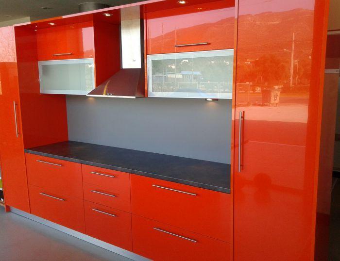 Επιπλα κουζίνας-ντουλάπες-ειδικές κατασκευές
