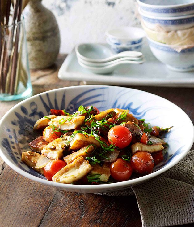 Chinese recipe for Naxi-style fried goat's cheese, spring onions and tomatoes (Chao rubing) by Tony Tan.