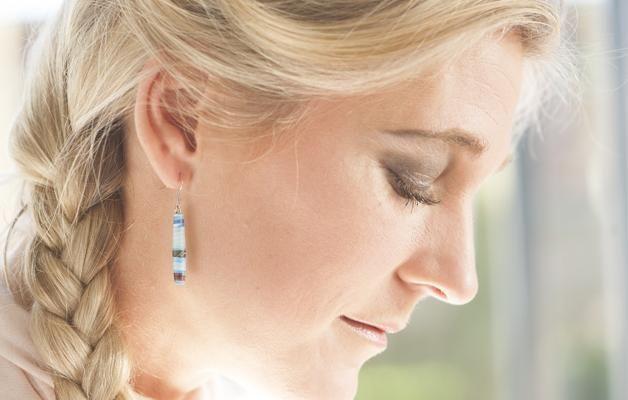 Zelf prachtige #oorbellen maken van een glossy tijdschrift en nagellak. voor jezelf of als persoonlijk cadeau.
