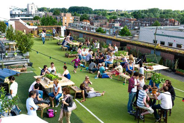 De STADSOASE Tijdelijk Park(je) Compleet Met Strandstoelen, Bloembakken,  Fruitbomen, Picknicktafels