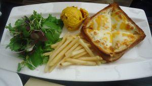 Les Deux Plats - Itaewon European brunch restaurant. Cheap lunch sets avaialable for only 9,000 each.