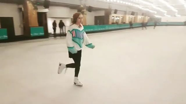 Today at queensway rink! ❄ I hadn't been skating in 2 or 3 weeks it was so fun to go back! I really want to start lessons 💘