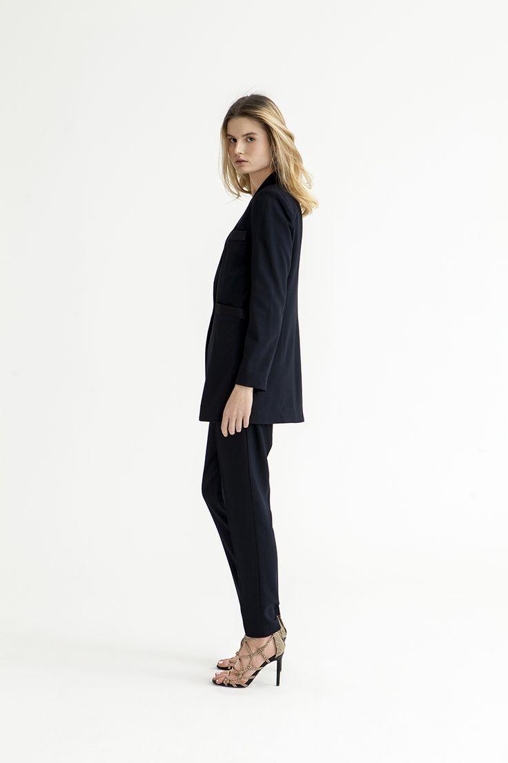 Veste pour femme Maddie, de Blessus by Michael Hekmat. Blazer idéal pour le travail.