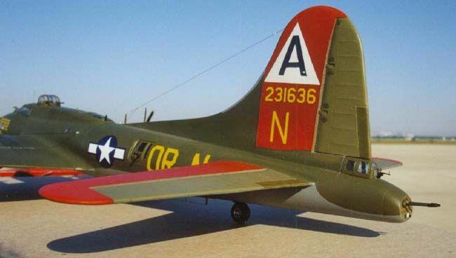 Boeing B-17G Flying Fortress by Karl Hauffe (Revell-Monogram 1/48)