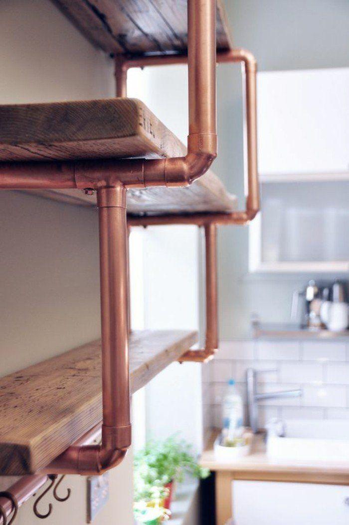 étagère de cuisine en bois brut au support en tube cuivre