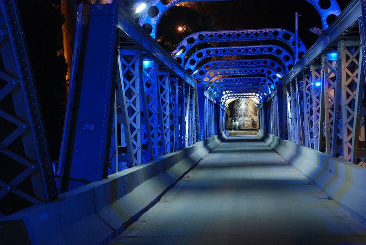 Vista noturna da ponte de ferro Cachoeiro de Itapemirim Espirito santo