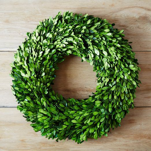 A modern take on traditional seasonal decor, our Round Boxwood Wreath is freeze-dried, so it stays green and fresh for years to come. Displayed on a door or the wall, it adds a lush natural touch with zero maintenance.