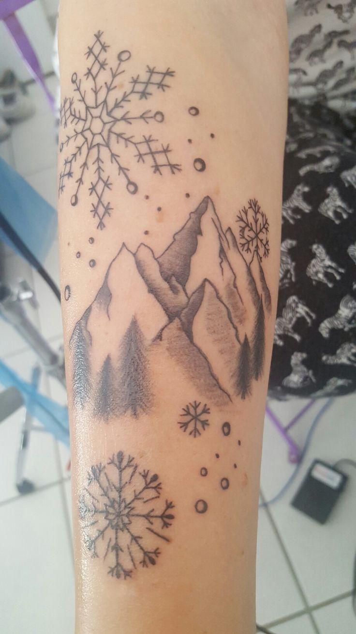 Tatouage montagne et flocons de neige