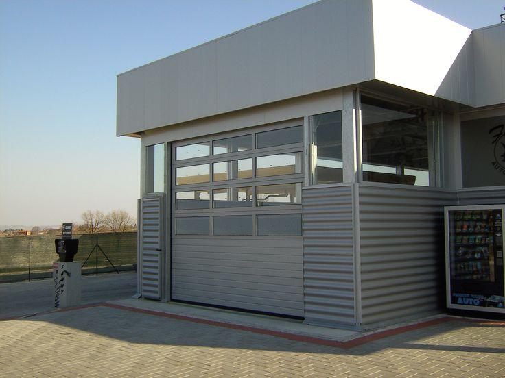 Porta sezionale industriale Sangallo della linea alluminio. Porta sezionale per industrie, fabbriche, aziende e imprese. http://www.carinisas.it/prodotti/portoni-sezionali/sangallo-linea-alluminio #garage #casa #portoni