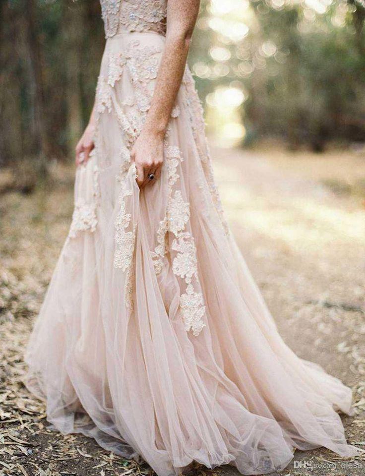 Hoy en el blog, vestidos de novia en rosa cuarzo, el color del año 2016 según Pantone! http://www.unabodaoriginal.es/blog/de-la-cabeza-a-los-pies/vestidos-de-novia/vestidos-de-novia #vestidosnovia #vestidosnoviarosacuarzo