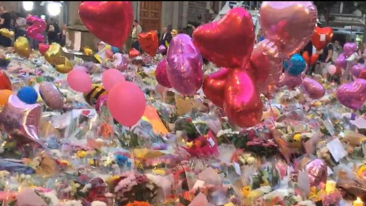 Now Playing: Mourners visit Manchester memorial       Now Playing: Evening look at the Manchester Vigil       Now Playing: Recapping the latest on the victims of the Manchester attack       Now Playing: Manchester investigators now searching for a bomb maker on the loose       Now Playing: UK... - #Evening, #Manchester, #TopStories, #Video, #Vigil