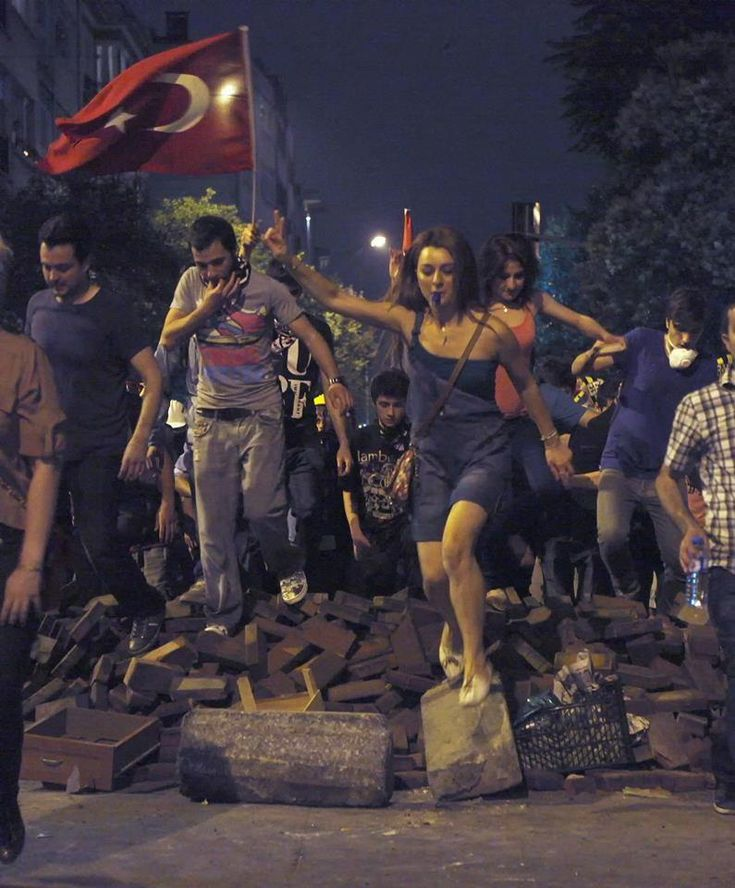 Liberty Leading the People - Protesters in Istanbul 6/13