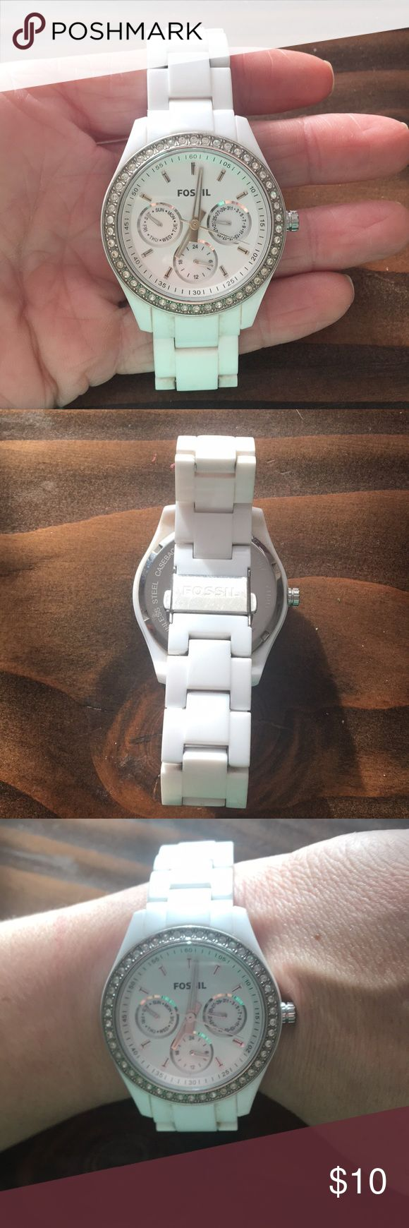 Fossil watch White plastic fossil watch. Works perfectly but needs a new battery. Rhinestones around face Of watch Fossil Accessories Watches