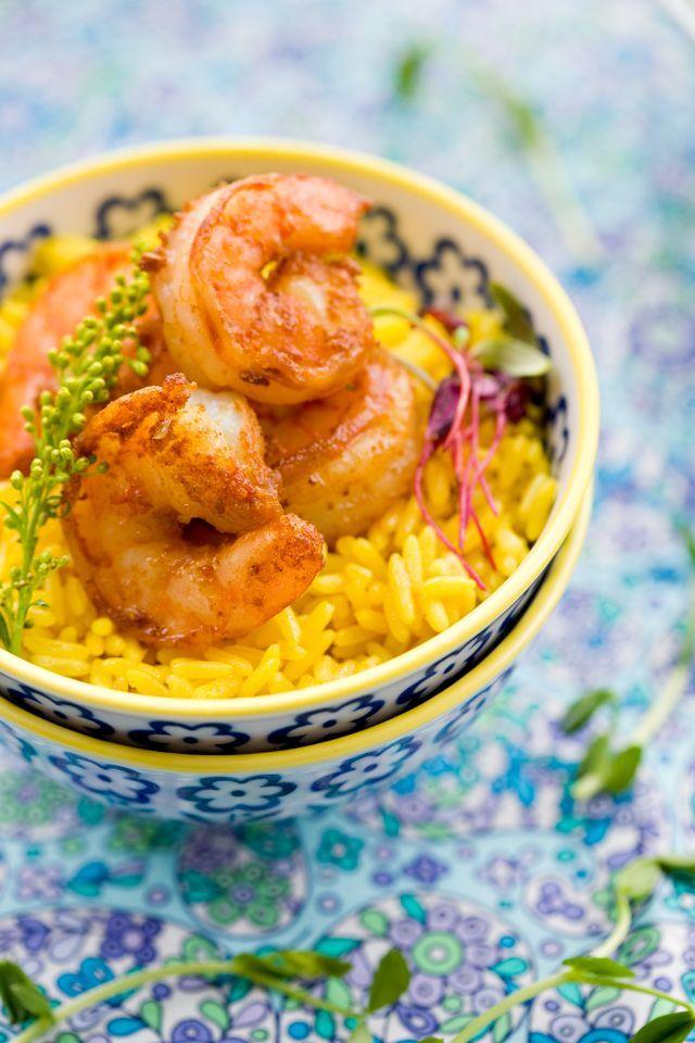 Receta de arroz al curry: Este plato tan fácil y sabroso se creó de después de la introducción de las especias en polvo índias a la cocina japonesa.El arroz se satéa rápidamente con curry en polvo. El plato tiene un sabor más intenso si tiene algún resto de salsa de curry para cocer junto con el arroz. Espero que disfrutéis con el arroz al curry @cocinaland http://www.cocinaland.com/recipe-items/arroz-al-curry/