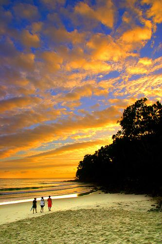 Noosa Main Beach Sunrise by GV Australia, via Flickr  http://www.noosafoodandwine.com.au/