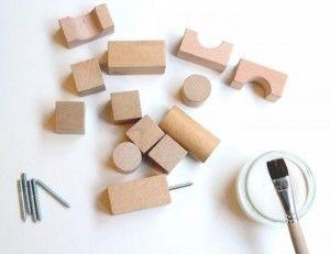 DIY: les Cubes en bois deviennent des patères – Miluccia