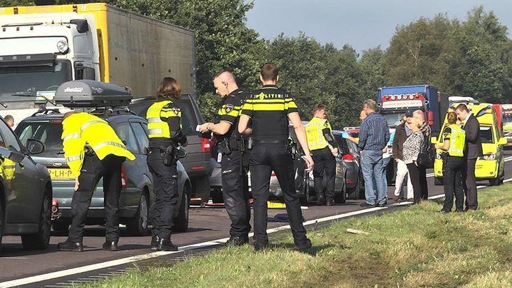 Het ongeluk op 25 september 2015 op de N381 bij Westerbork, waarbij een 74-jarige vrouw om het leven kwam, is volgens justitie veroorzaakt door WhatsAppen en te hard rijden in het verkeer.