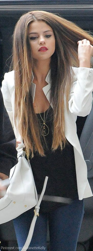 I love how simple her hair cut is! Long layers and no bangs. Suites her perfectly!<3