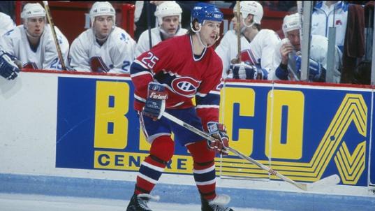 Petr Svoboda : Après trois saisons à Buffalo, il a été échangé aux Flyers de Philadelphie. Il a finalement terminé sa carrière dans l'uniforme du Lightning de Tampa Bay et a annoncé sa retraite le 3 mai 2002. En plus de s'illustrer dans la LNH, Svoboda a marqué le but gagnant pour la République tchèque en finale des Jeux olympiques de Nagano en 1998 face à la Russie.