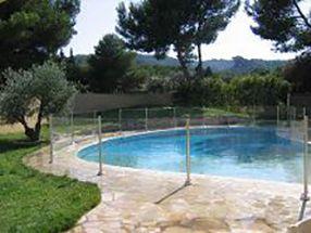 Découvrez la clôture de piscine verre et inox L316, la plus sérieuse et discrète du marché, la barrière de sécurité piscine Oceanix