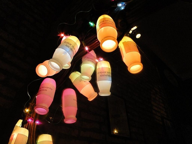 שורת אורות עם בקבוקי אקטימל Actimel lights