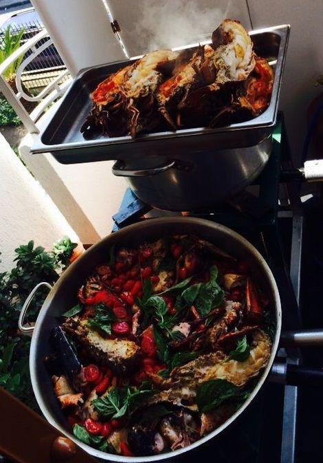 Alba Banqueting propone i menù per l'estate: padellata di astice blu e cicale di mare.