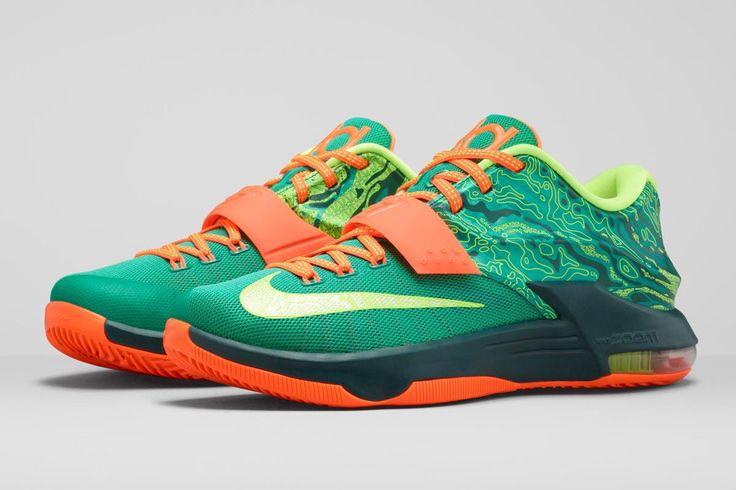 Los zapatos verde.