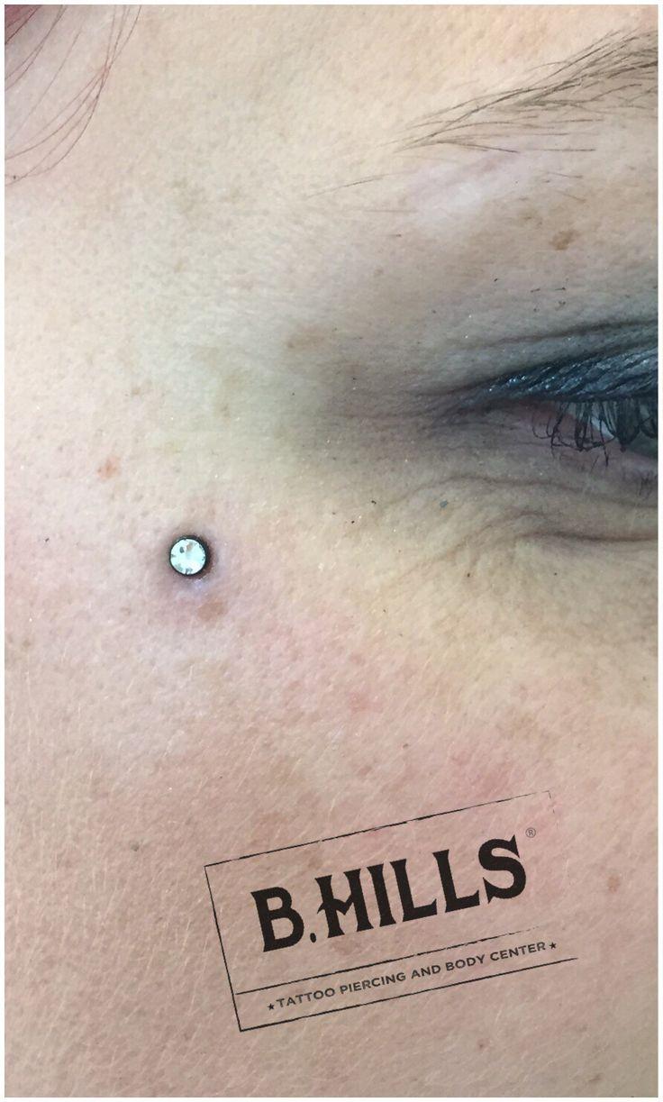 MICRODERMAL ON FACE #microdermal #face #eyes #diamond #alebhills #alepsychobodypiercer #residentartist #BhillsTattooCompany #BhillsTattoo #alebodypiercer #piercingcittadella #cittadella