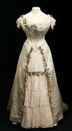 1900's wedding dress