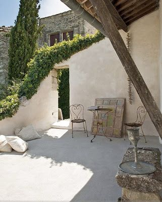 INTERIORS: Josephine Ryan house in Provence