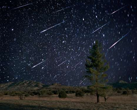 Leonid meteor shower - Tony & Daphne Hallas/Science Photo Librabry/Getty Images