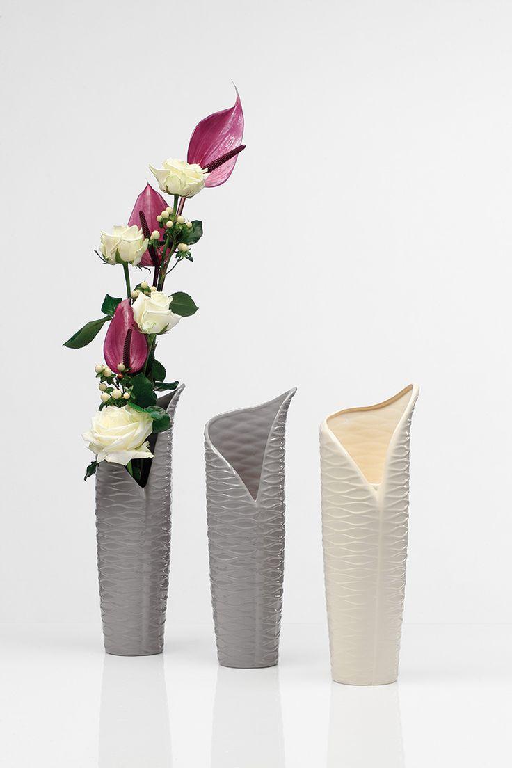 Ciekawy i elegancki kształt wazonu Rękaw ozdobi każde pomieszczenie.