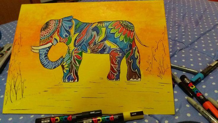 Elefante  pintado con acrílico con detalles resaltados en plumones posca.