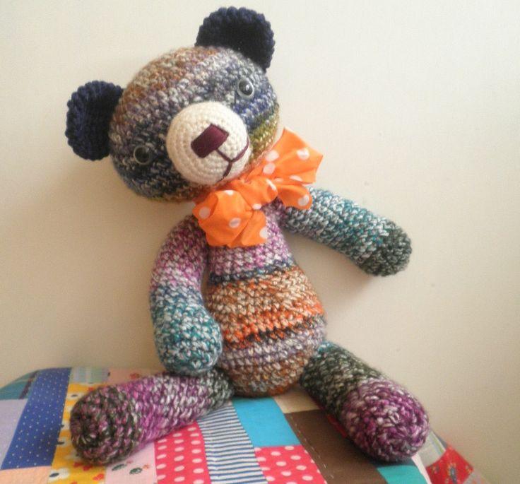 Velký+háčkovaný+medvídek+Medvěd+je+uháčkovaný+z+melírované+akrylové+příze+a+je+vycpaný+dutým+vláknem,+očka+má+bezpečnostní,+čumáček+je+ručně+vyšívaný.Velikost+medvěda+je+cca+46cm.
