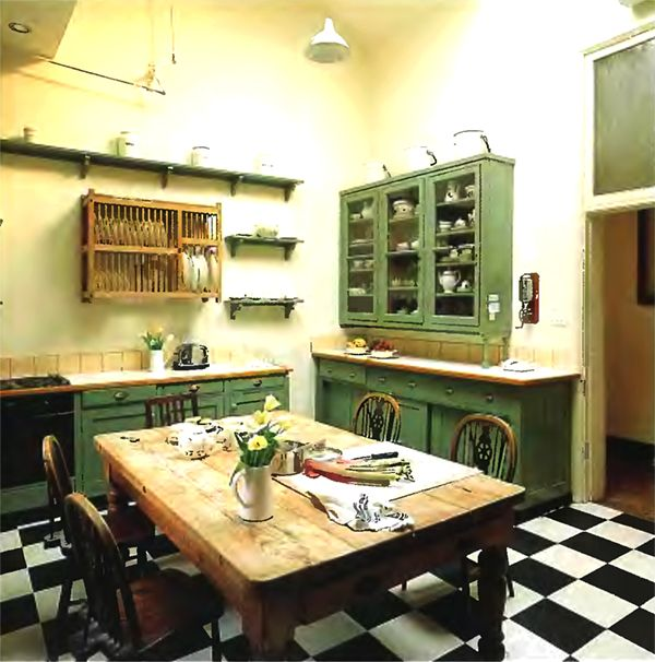 English Kitchen Design: Old Fashioned Country House Kitchen Interior Design