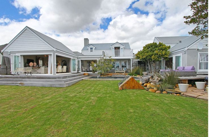 Self catering accommodation, Kommetjie, Cape Town   Garden views   http://www.capepointroute.co.za/moreinfoAccommodation.php?aID=476