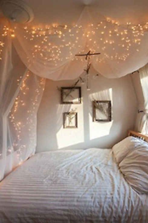 21 DIY Ways To Make Your Child's Bedroom Magical himmelbett bed curtain nook lights fairy