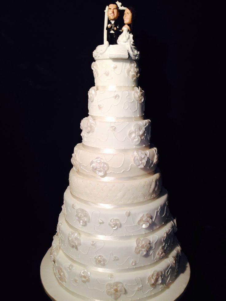 White wedding cake 1 meter high