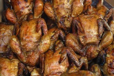 Cómo cocinar pollo con aceite en una olla a presión | eHow en Español