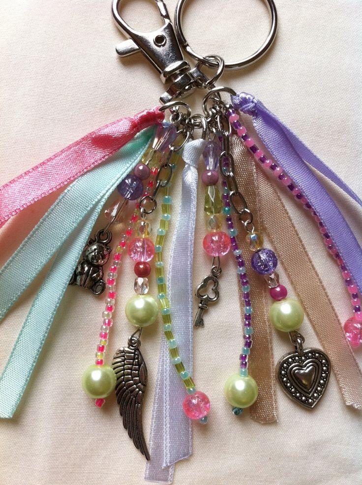 Bijou de sac, gri gri... avec perles, charms, rubans.. tons pastels : Autres bijoux par hopes-dreams