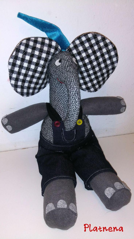 Slonko za sat lektire: Dubravko Horvatić: STANARI U SLONU Elephant softie as mascot for Croatian children's author D. Horvatić's book Tenants in an elephant
